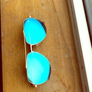 Accessories - Aviator style sunglasses